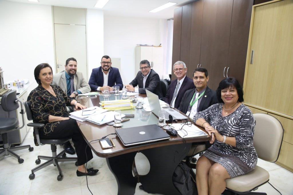 Comissão discute apoio financeiro aos regionais