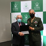 Coronel Francisco Augusto recebe Comenda Muniz de Aragão